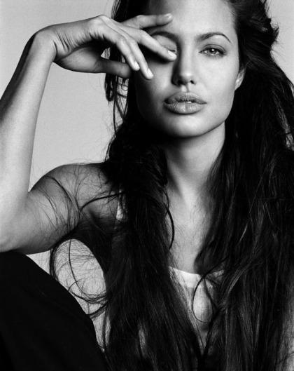 angelina-jolie-hot-photo-shoots-16
