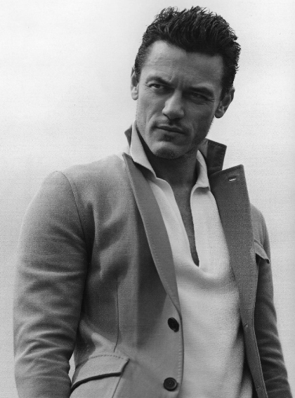 2013-luke-evans-photoshoot-04