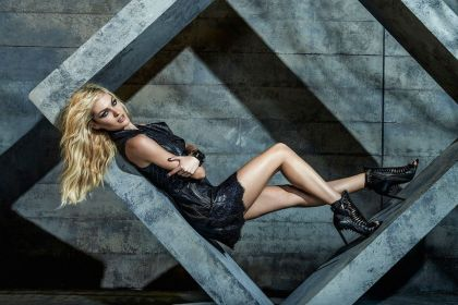candice-swanepoel-at-forum-photoshoot-winter-2014-_6