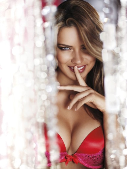adriana-lima-2010-vs-holiday-photoshoot-inc-2mil-bra-07