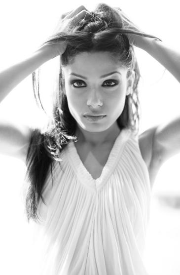 Freida-Pinto-Hot-Michael-Rebenstein-PhotoShoot-2