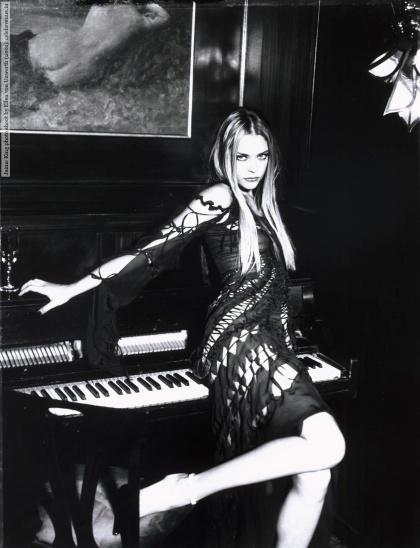 Jaime King photo shoot by Ellen von Unwerth (2001)