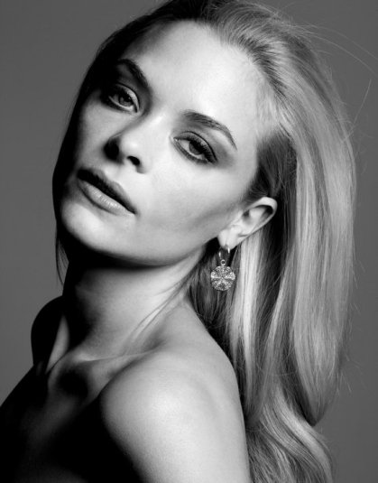 jaime-king-woman-black-and-white-pics