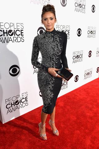 small_Fustany-Celebrity_Style-Elissa_and_Nina_Dobrev_Wearing_the_Same_Jenny_Packham_Dress-2