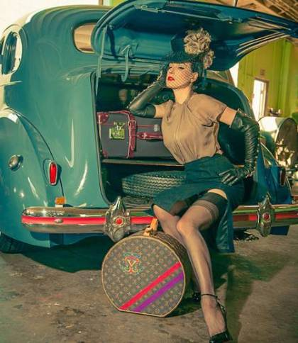 dita-von-teese-classic-car-auction-2__oPt