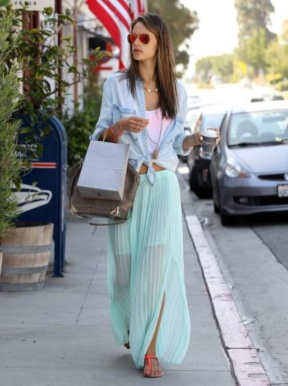 Alessandra+Ambrosio+Makes+Morning+Coffee+Run+kRDjJBXhKQZx