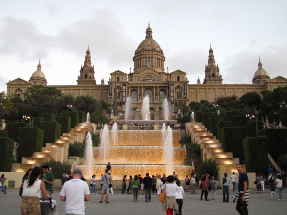montjuic-castle-front-fountains_0