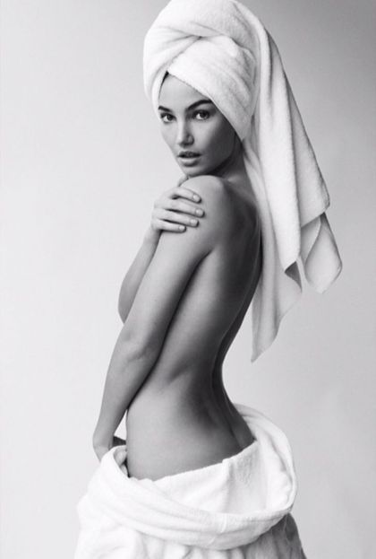 gigi-hadid-lily-aldridge-miranda-kerr-poses-for-mario-testino-towel-series-photoshoot_1