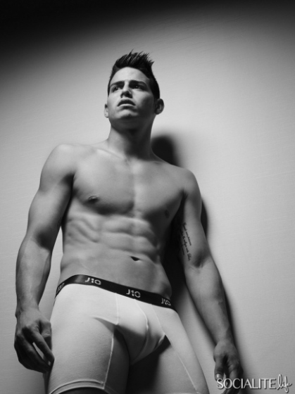 james-rodriguez-shirtless-underwear-11242014-03-435x580