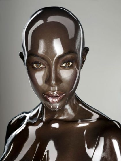 Naomi-Campbell-Robot-Soon-International
