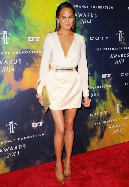 chrissy-teigen-2014-fragrance-foundation-awards-02