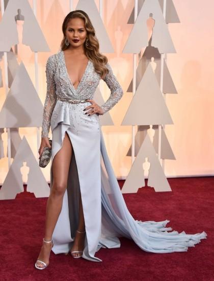 Chrissy-Teigen -2015-Oscars--01-662x867