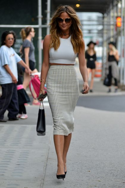 chrissy-teigen-style-out-in-soho-in-new-york-may-2015_1