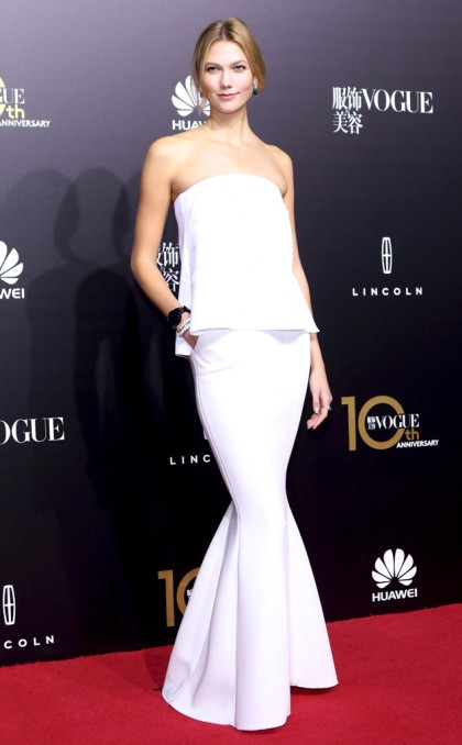 rs_634x1024-151028090600-634.Karlie-Kloss-White-Dress.jl.102815