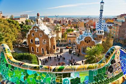 (tapeciarnia.pl)207736_barcelona_modernistyczne_budynki_projektu_gaudiego_panorama_miasta