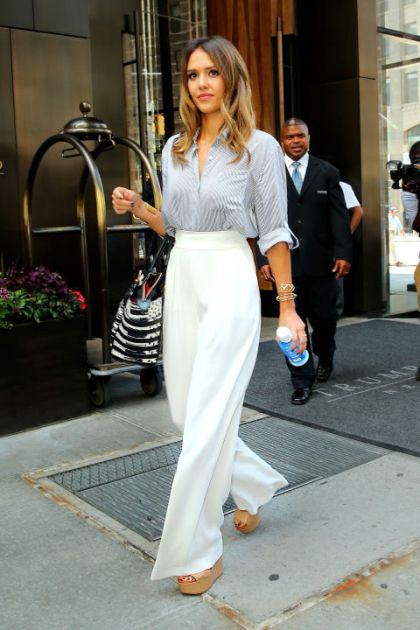 hbz-10-ways-to-look-slimmer-jessica-alba-splash