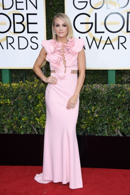 golden-globes-2017-carrie-underwood