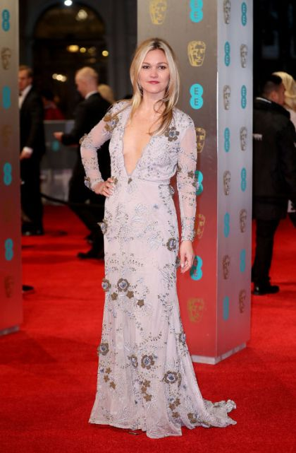 1486928439-bafta-19_julia-stiles