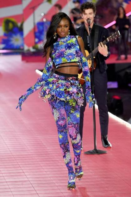 64196c5f003fe5 Czym byłby pokaz Victoria's Secret bez występów największych gwiazd świata  muzyki? W tym roku modelki prezentować będą bieliznę w towarzystwie takich  sław ...